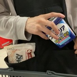 【着るエコバッグ】ワークマンのアウトドア用エプロンに米1キロやお弁当など10品を詰めようとしたら…