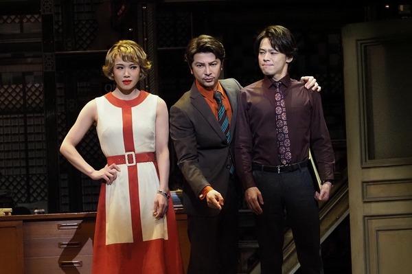 (左から)ソニン、武田真治、中川晃教 写真提供/東宝演劇部