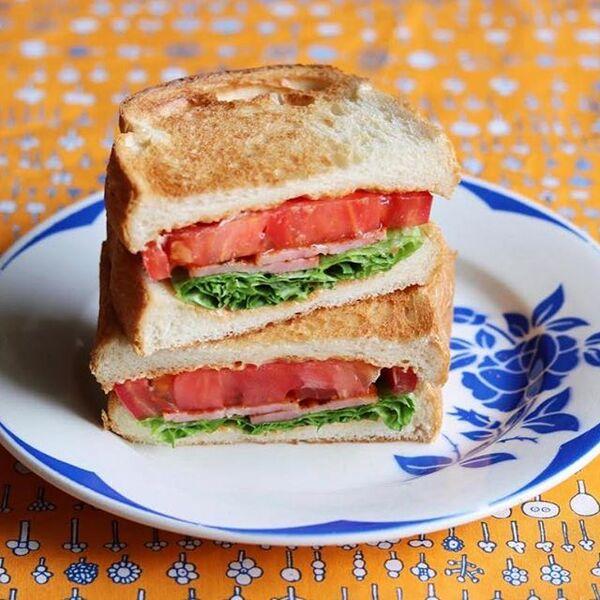 数種類の定番の具材で!BLTサンドイッチ