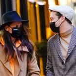 ケイティ・ホームズ、恋人と秋のNYをお散歩デート