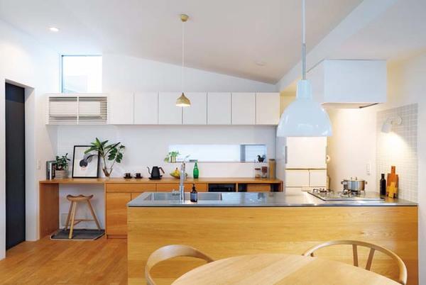 ペニンシェラ型のキッチン全景