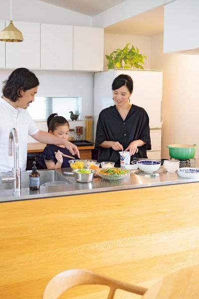 2,3人が同時に立っても使える広さのキッチン