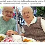 結婚71年の90代夫婦、施設に入居した認知症の夫に妻が涙のサプライズ「あなたなしでは生きられない」(英)