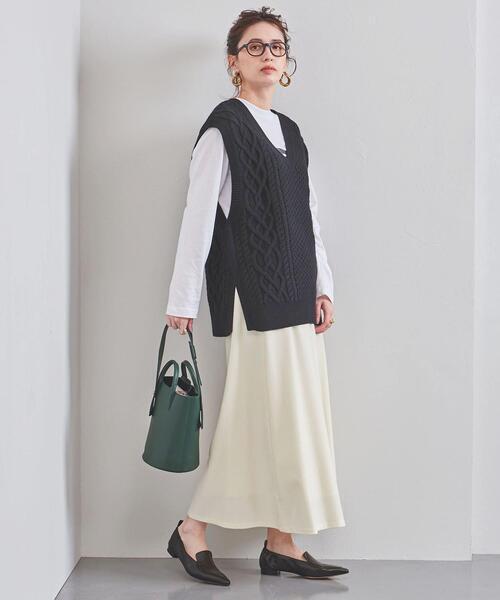 レディースニットベスト×ロング白スカート