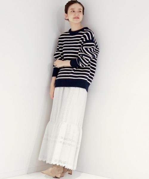 ボーダーニット×ロングレース白スカート