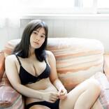 """""""キュウレンジャー""""大久保桜子、黒ビキニ姿でたわわボディ披露"""