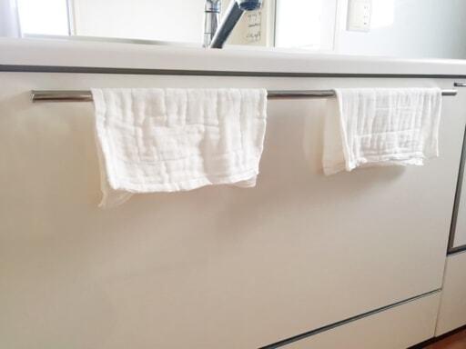 蚊帳ふきんをを取っ手にかけて乾かす