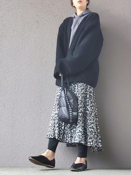 ユニクロパーカー×花柄スカート