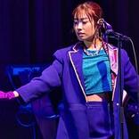 <ライブレポート>降幡愛がソロ初ライブ、80'sシティポップの魅力届ける