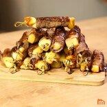 チーズの肉巻き串は果たして「焼き鳥」なのか? フランス語メディアが契機で論争展開