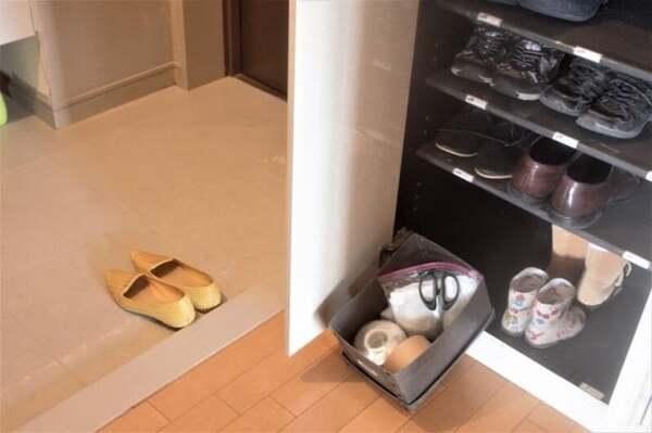 靴箱にウェットシートを置き、週1で玄関のたたきを拭きます