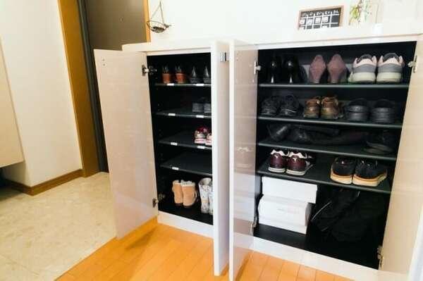 靴を厳選したことで、防災グッズなどを玄関に置くスペースが確保できました