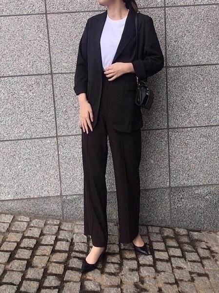 黒ジャケット×ユニクロ黒パンツ