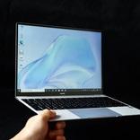薄くて軽くてハイスペック。HUAWEI MateBook Xの「そぎ落とされっぷり」を見て!