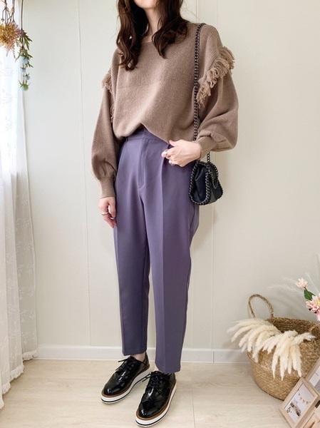 茶色フリンジニット×青パンツの冬コーデ