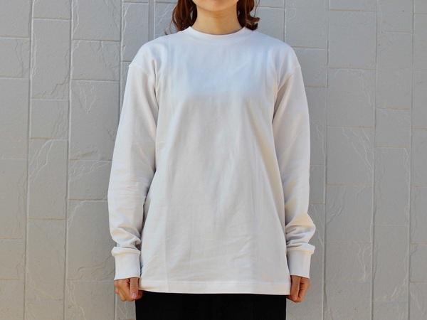 UNIQLOU_ヒートテックTシャツを着用