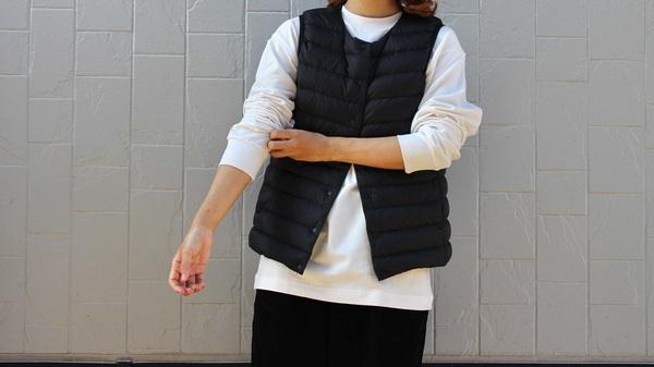 UNIQLOU_ヒートテックTシャツに無印良品のインナーダウンベストを着用