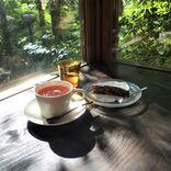 """紅葉の名所""""鶴仙渓""""にたたずむ喫茶店。童話の世界に迷い込んだような「東山ボヌール」【石川・山中温泉】"""