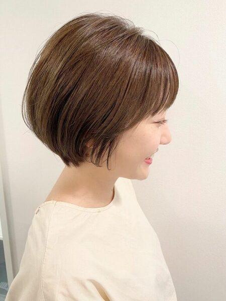 シンプルなストレートショートヘア