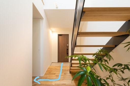 玄関と階段スペース