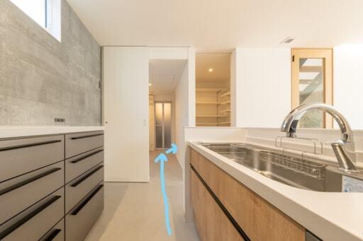 キッチンから浴室までの動線