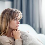 「私、閉経したら女として終わりなのかな?」うつうつとする48歳の更年期対策は【薬剤師解説】
