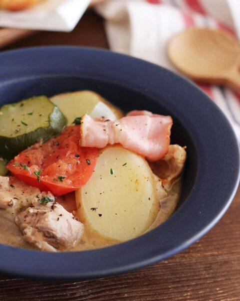 具沢山の美味しいチキンの塩バター煮スープ