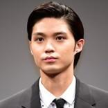 「赤坂くん補充!!」磯村勇斗『恋する母たち』公式からのオフショットにファン歓喜