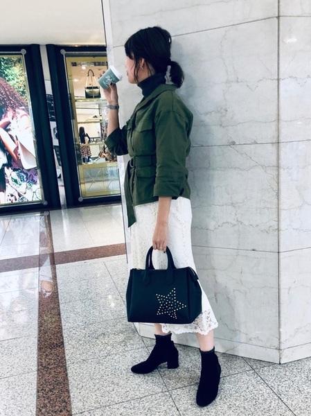 ユニクロ白レーススカート×緑ジャケット