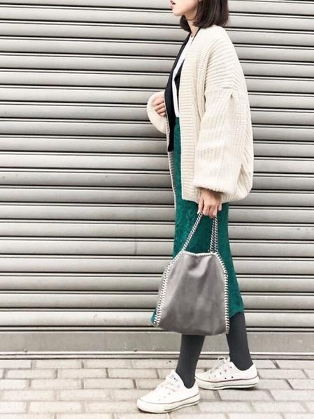 ユニクロ緑レーススカート×白カーディガン