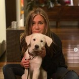 ジェニファー・アニストン、引き取った保護犬の成長ぶりを公開 元夫ジャスティン・セローもハートマークで反応