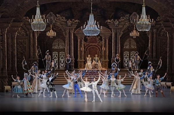 バレエ『眠れる森の美女』 撮影:鹿摩隆司