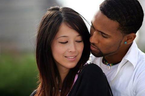 外国人の彼氏をつくるには? 成功者に聞いた付き合う方法4選