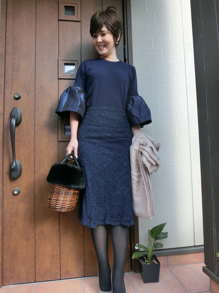 紺トップス×ユニクロ紺レーススカート