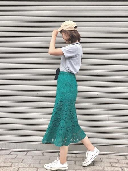グレーT×ユニクロ緑レーススカート