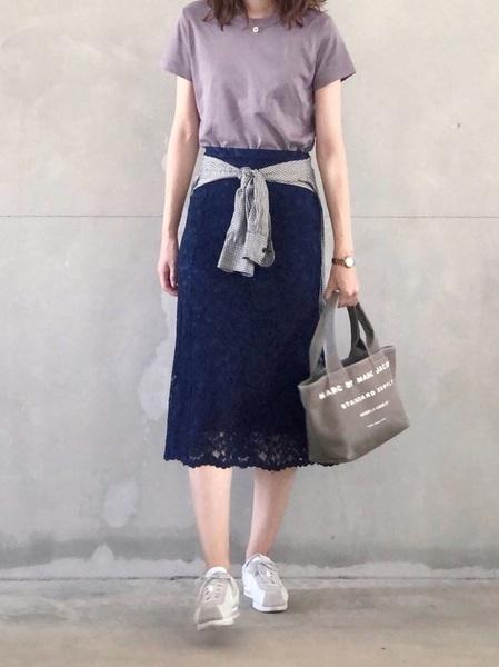 紫Tシャツ×ユニクロレーススカート