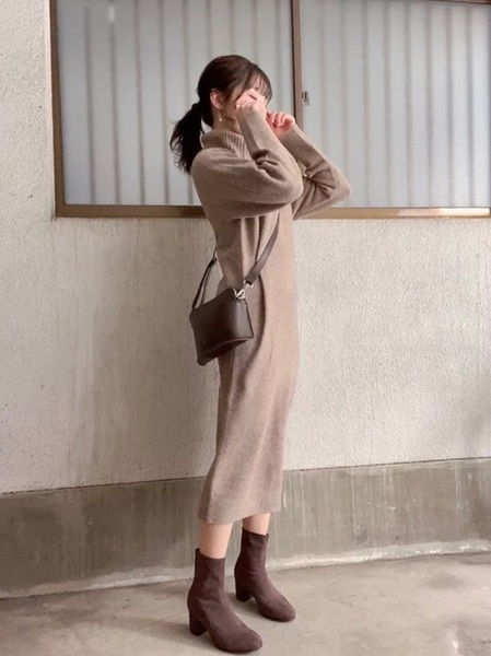 ユニクロニットワンピ×茶色ブーツ