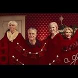 カーリー・レイ・ジェプセン、最新クリスマス曲のMVには個性的なキャラが大勢登場