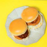 【マック新商品】ニュータイプの『グラコロ』が濃厚でウマすぎ! 冬季限定バーガーを徹底的に食レポしてみた
