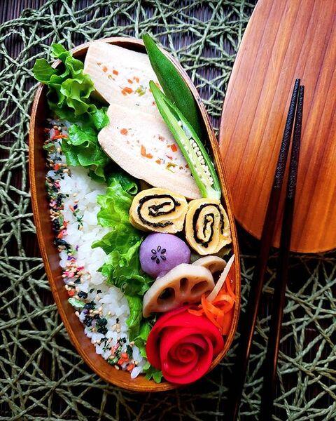 ヘルシーで彩り豊かな高野豆腐の肉詰め煮