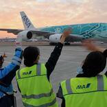 ANA、A380「フライングホヌ」でクリスマスフライト 上空から夜景鑑賞