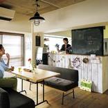 黒板のあるカウンターキッチンとカラフルな色使いでカフェ風にリノベ