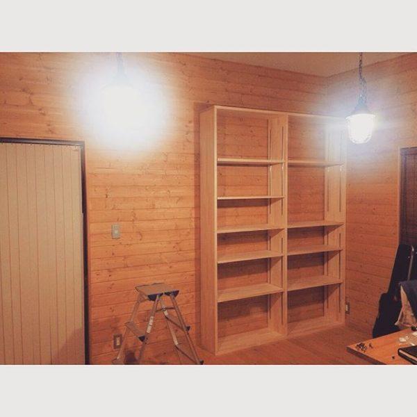 壁面を利用した手作り本棚