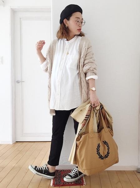 GUカーディガン×白ロングシャツ
