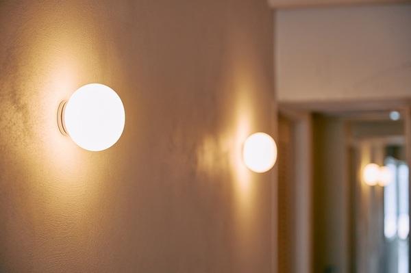 壁に取り付けた照明