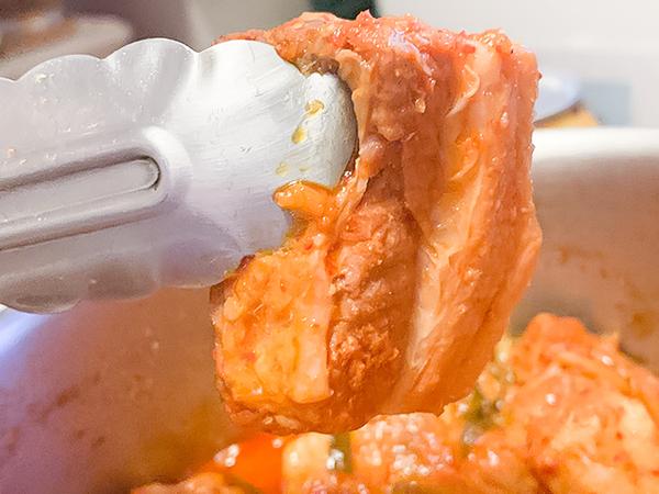 豚バラ肉も箸で簡単に切れるくらいトロトロの柔らかさ