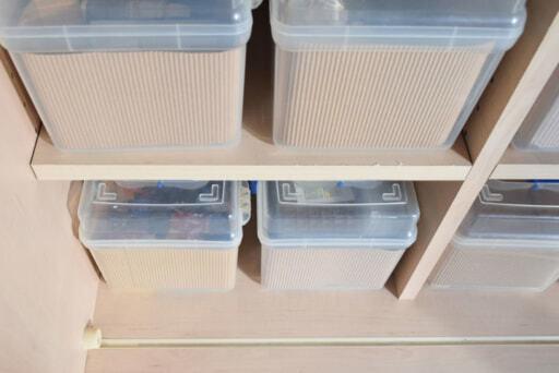 ダイソーの透明なボックスでおもちゃを収納