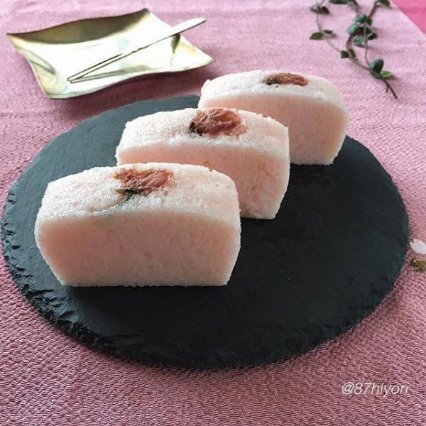 軽い食感の和菓子♪桜のかるかん