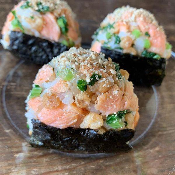 鮭と天かすと菜っぱのおにぎり