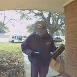 感染した親子の家に配達に来た郵便配達員 玄関に置いていったものは…?